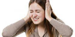 Кровь из уха при отите у взрослых - почему появляется и о чем говорит симптом