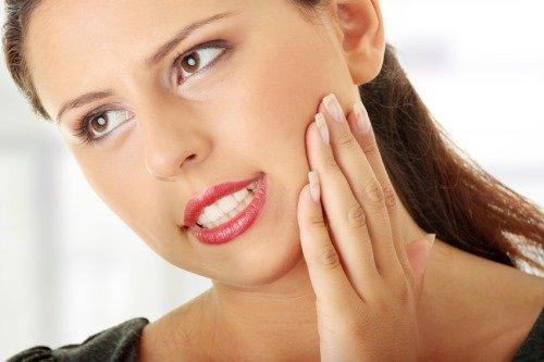 Даже у красивых девушек бывает зубные боли