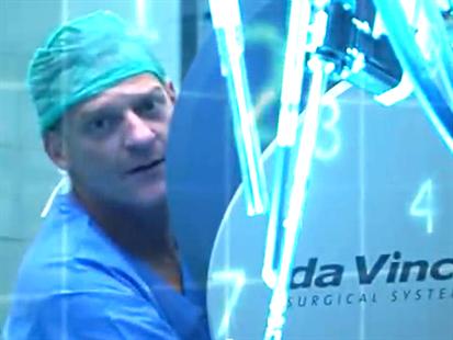 Профессор Гофрит проводит операцию