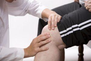 Назначение лечения врачом при патологическом хрусте в колене