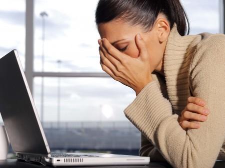 Постоянная напряженная работа за компьютером становится причиной раннего развития пресбиопии