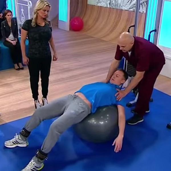 Домашнее лечебное упражнение для грудного отдела позвоночника на фитболе | Грудной отдел позвоночника, лечение заболеваний