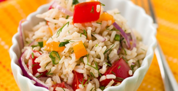 Салат из риса и овощей