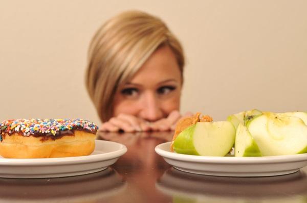 Девушка и еда