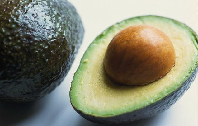 """Плод авокадо (""""аллигаторова груша"""""""