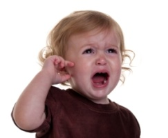 Боль в ушах ребенка.