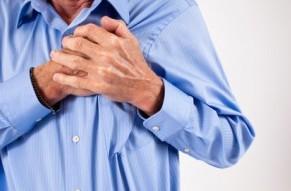 Передозировка препаратом вызывает боль в сердце.