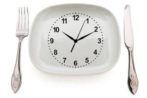 Часы и столовые приборы