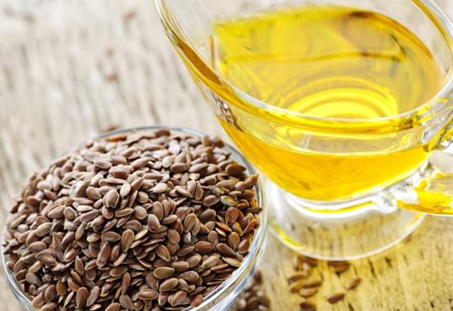 Льняное масло получают прессованием из льна
