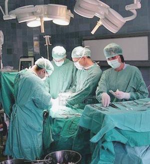 При опухоли яичников и надпочечников не обойтись без хирургического вмешательства.