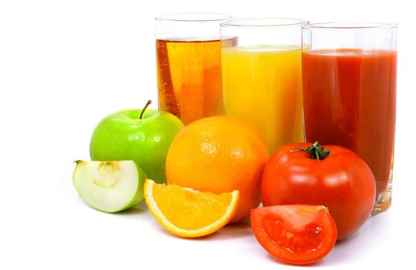 svojstva-svezhevyzhatyx-sokov