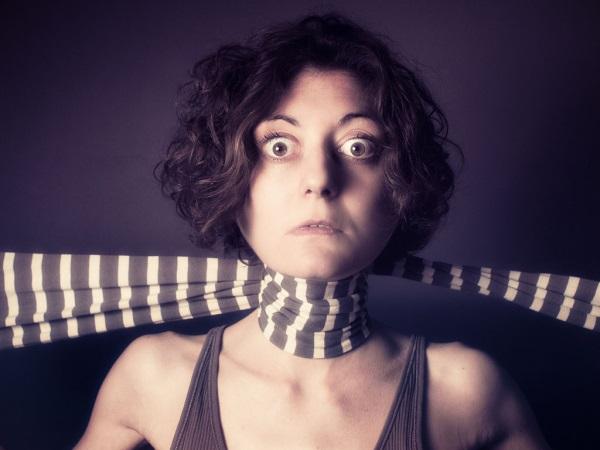 Удушье шарфом
