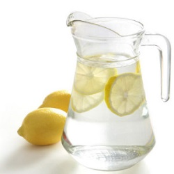 Лимон в графине