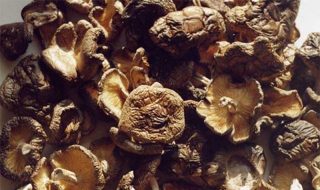 Больше всего железа содержится в сушеных грибах